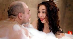 Актриса Алина Алексеева в ванной