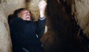 Юрген упал в могилу