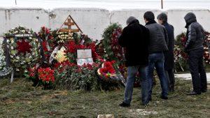 Родственники на похоронах